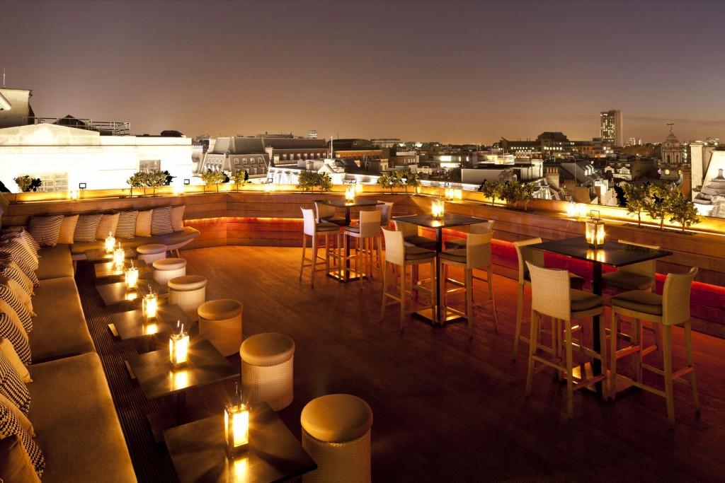rooftop bar at aqua nueva Mayfair