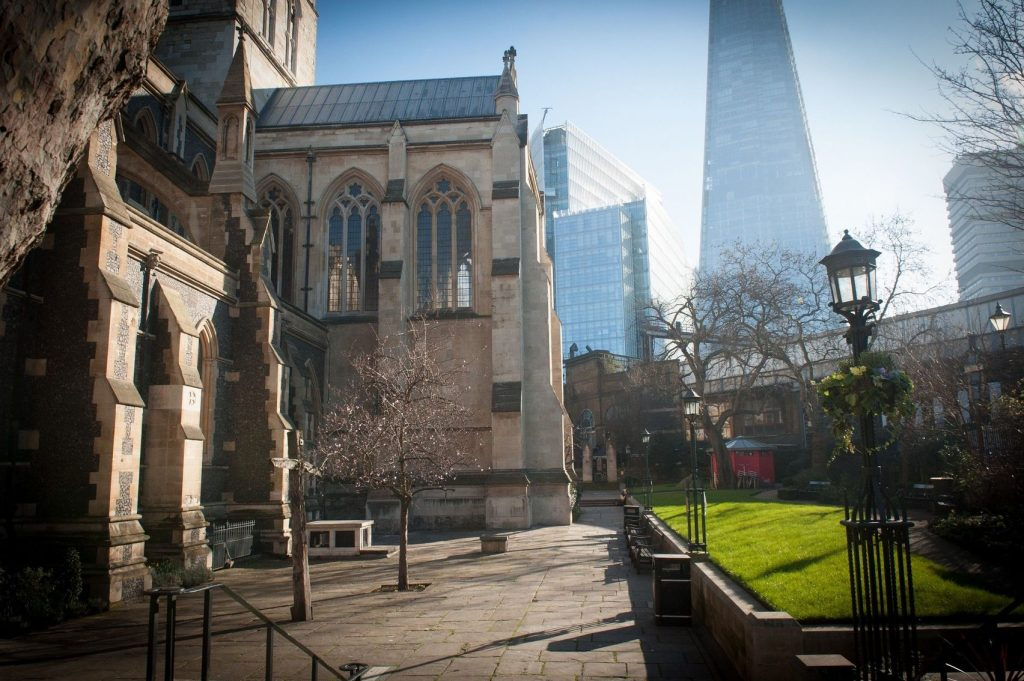 Southwark Cathedral overlooking the shard