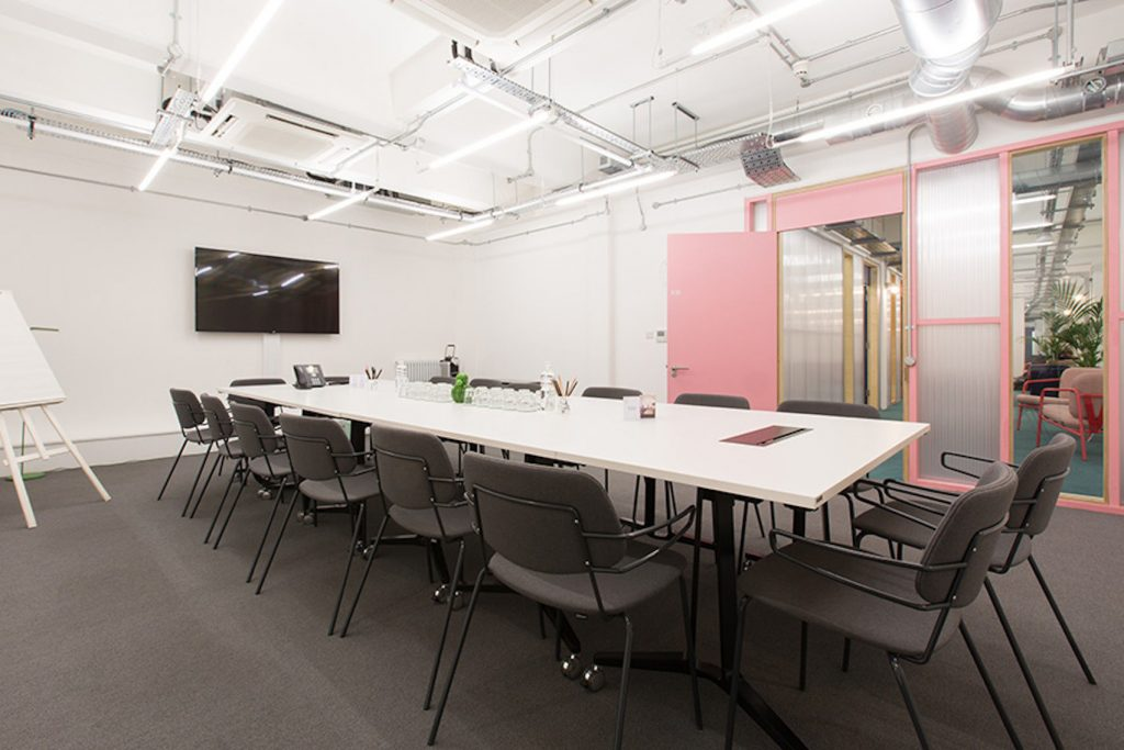 A contemporary meeting room Space in whitechapal
