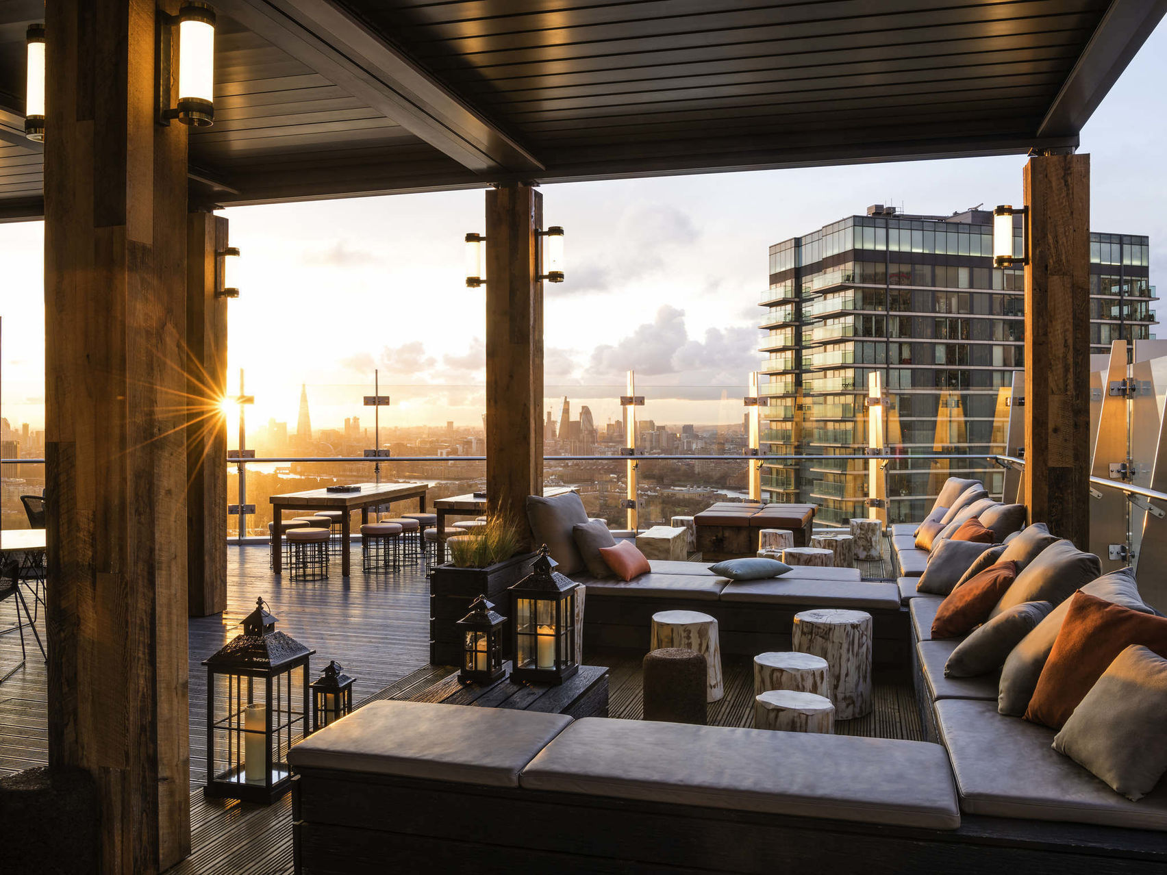 A covered rooftop bar overlooking Canary Wharf
