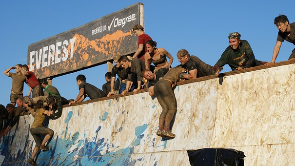 People doing tough mudder